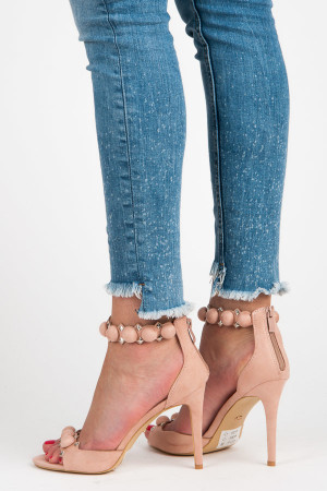 Módní růžové sandály s ozdobným páskem kolem kotníku