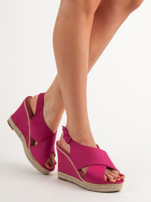 Klasické dámské růžové  sandály na klínku