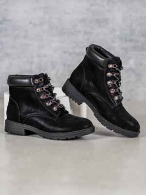 Praktické černé dámské  kotníčkové boty na plochém podpatku