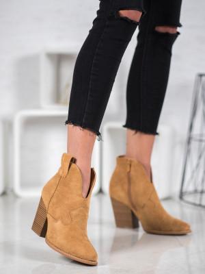 Originální hnědé dámské  kotníčkové boty na širokém podpatku