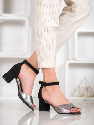 Pohodlné dámské černé  lodičky na širokém podpatku