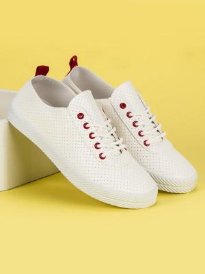 Ažurové bílé vazané tenisky s červenými detaily