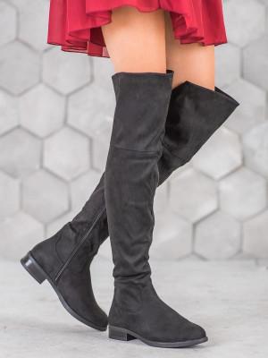 Módní černé  kozačky dámské na plochém podpatku
