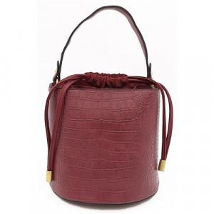 Elegantní oválná kabelka v barvě bordó univerzální