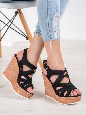 Zajímavé dámské  sandály černé na klínku