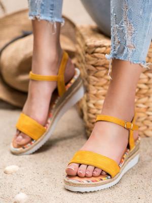 Designové zlaté  sandály dámské na klínku