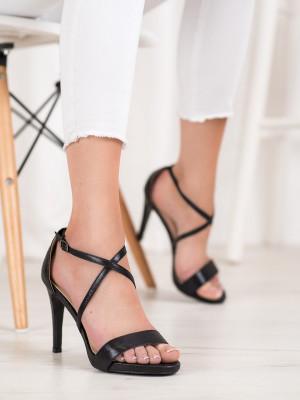 Pěkné černé dámské  sandály na jehlovém podpatku