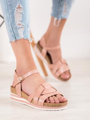 Moderní dámské růžové  sandály na klínku