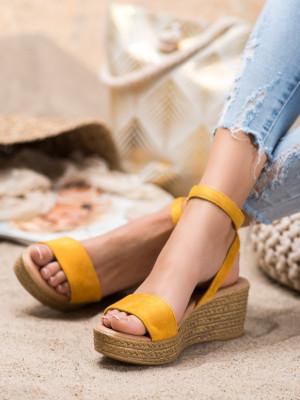 Pohodlné  sandály dámské zlaté na klínku