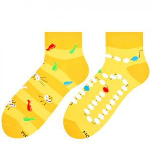 Krátké asymetrické pánské ponožky 035 žlutá/deskovka 39/42