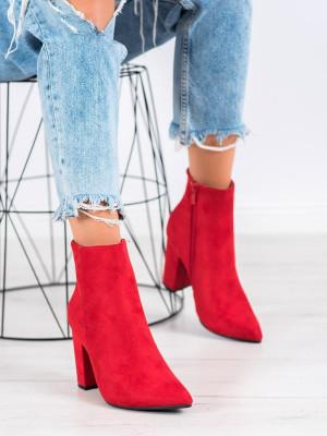 Výborné červené dámské  kotníčkové boty na širokém podpatku