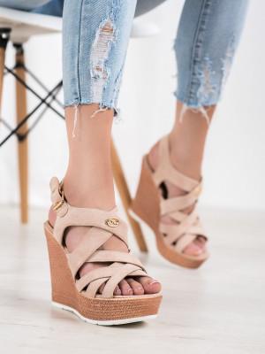 Krásné hnědé dámské  sandály na klínku
