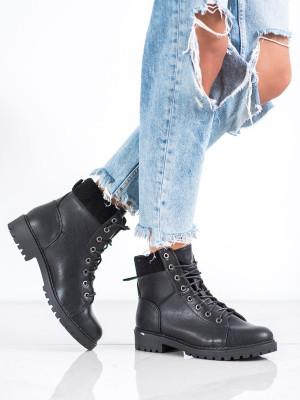 Trendy dámské černé  kotníčkové boty na plochém podpatku