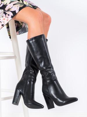 Trendy dámské černé  kozačky na širokém podpatku