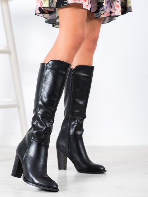 Trendy černé dámské  kozačky na širokém podpatku