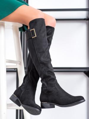 Komfortní černé  kozačky dámské na plochém podpatku
