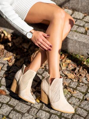 Pohodlné hnědé dámské  kotníčkové boty na širokém podpatku