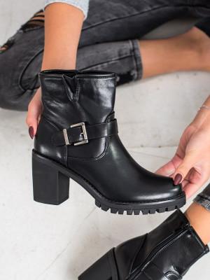 Výborné černé  kotníčkové boty dámské na širokém podpatku