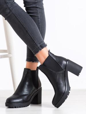 Moderní  kotníčkové boty černé dámské na širokém podpatku