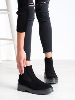 Pěkné dámské  kotníčkové boty černé na plochém podpatku