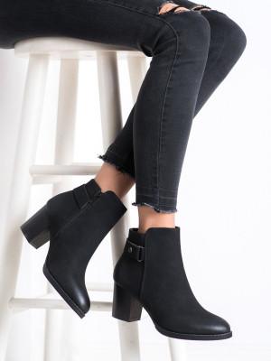 Moderní  kotníčkové boty dámské černé na širokém podpatku