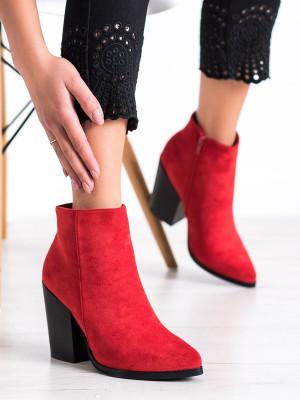 Pěkné červené  kotníčkové boty dámské na širokém podpatku