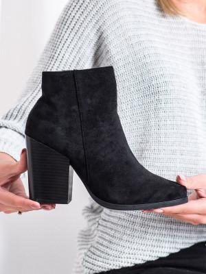 Výborné černé dámské  kotníčkové boty na širokém podpatku
