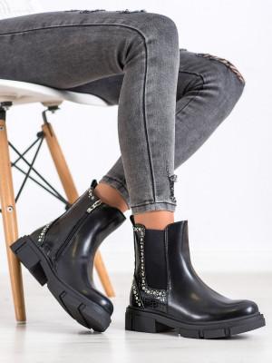 Pěkné dámské černé  kotníčkové boty na plochém podpatku