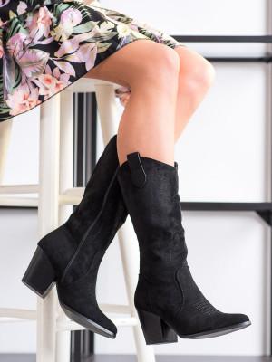 Zajímavé dámské  kozačky černé na širokém podpatku