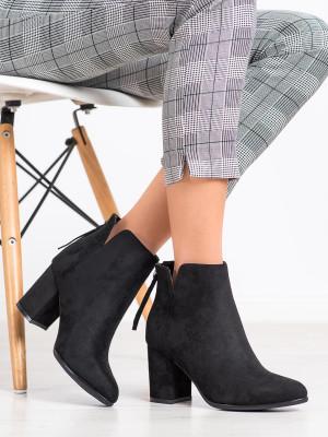 Výborné  kotníčkové boty černé dámské na širokém podpatku