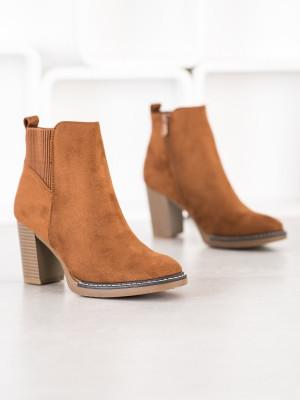 Trendy hnědé dámské  kotníčkové boty na širokém podpatku