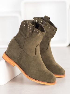 Praktické zelené dámské  kotníčkové boty na klínku