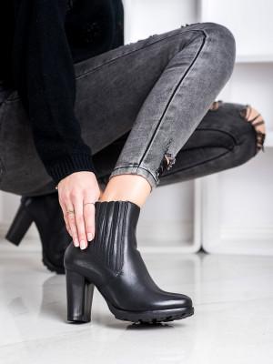 Výborné dámské černé  kotníčkové boty na širokém podpatku
