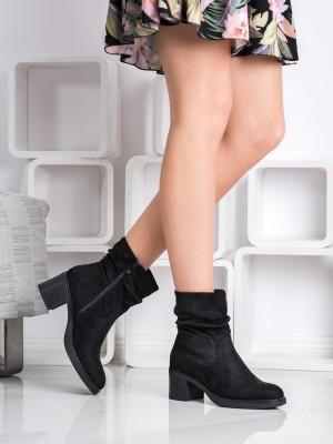 Exkluzívní černé dámské  kotníčkové boty na širokém podpatku