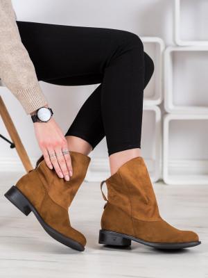 Stylové  kotníčkové boty dámské hnědé na plochém podpatku