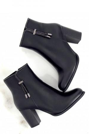 Boty na podpatku  model 151014 Inello