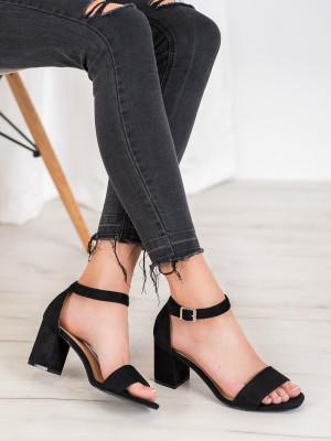 Pěkné dámské černé  sandály na širokém podpatku