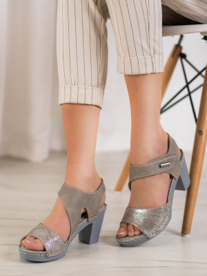 Trendy dámské  sandály šedo-stříbrné na širokém podpatku