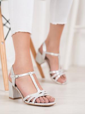 Pěkné šedo-stříbrné dámské  sandály na širokém podpatku