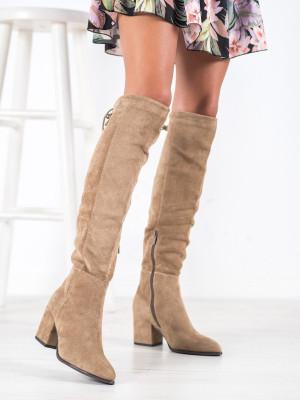 Krásné hnědé dámské  kozačky na širokém podpatku