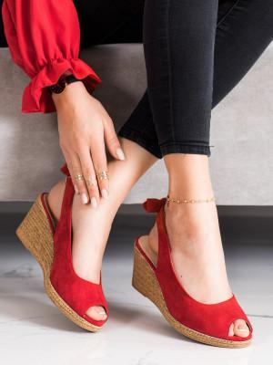 Komfortní červené  sandály dámské na klínku