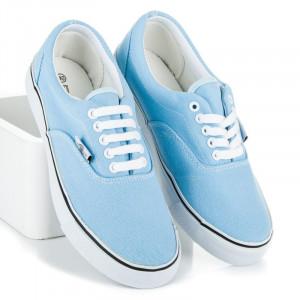 Luxusní modré tenisky s bílou podrážkou