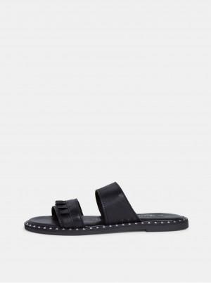 Černé kožené pantofle Tamaris -