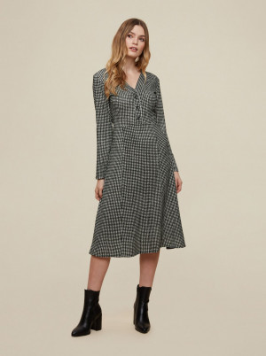 Dorothy Perkins šedé šaty