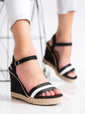 Výborné dámské černé  sandály na klínku