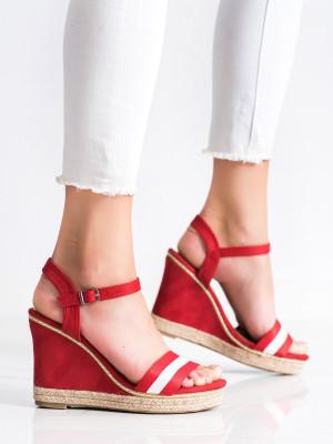 Jedinečné dámské červené  sandály na klínku