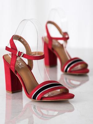 Originální červené dámské  sandály na širokém podpatku
