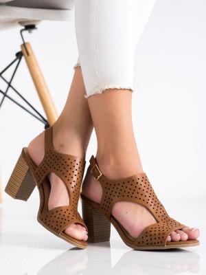 Pěkné dámské  sandály hnědé na širokém podpatku