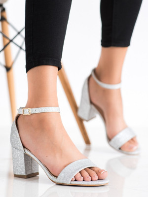 Zajímavé dámské šedo-stříbrné  sandály na klínku