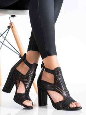 Módní černé dámské  sandály na širokém podpatku